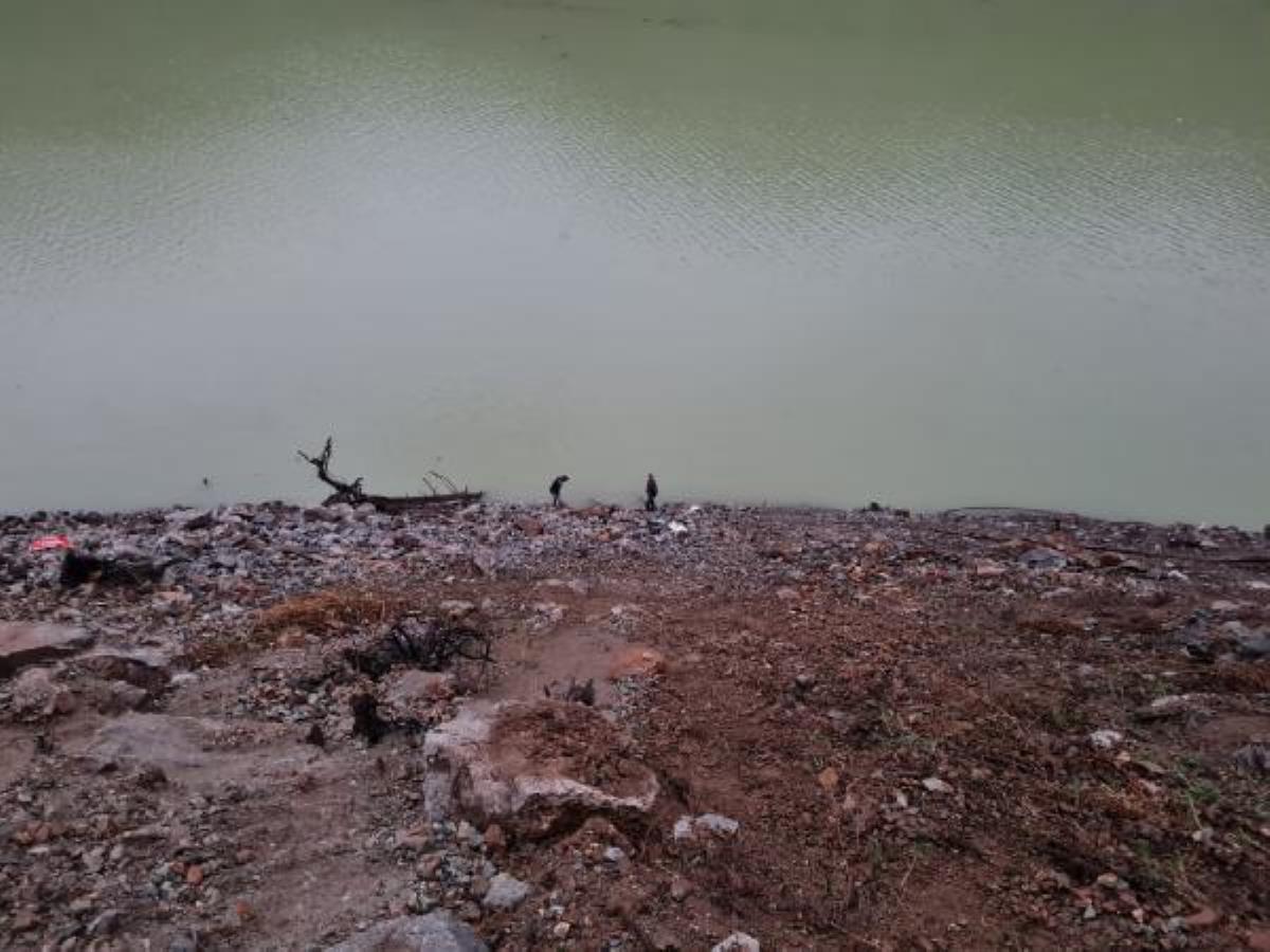Baraj gölüne uçan otomobilde sürücü yaralandı, eşi öldü