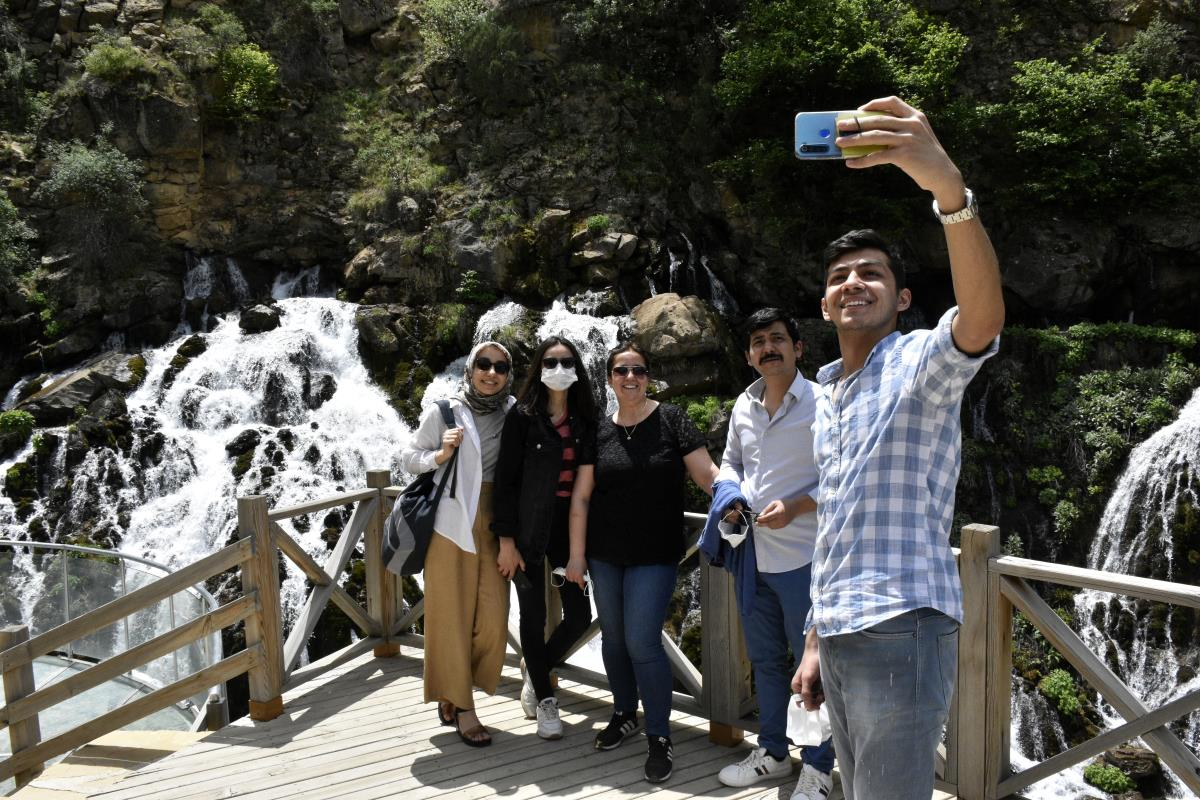 Gümüşhane deki 40 gözeli Tomara Şelalesi nde 200 bin ziyaretçi hedefleniyor