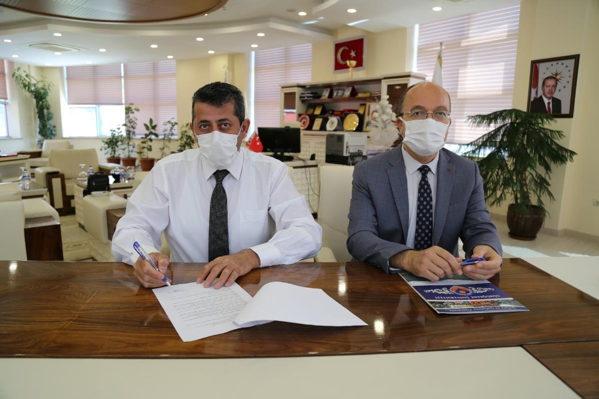 Gümüşhane Üniversitesi kentteki 3 sanayi kuruluşuyla işbirliği protokolü imzaladı