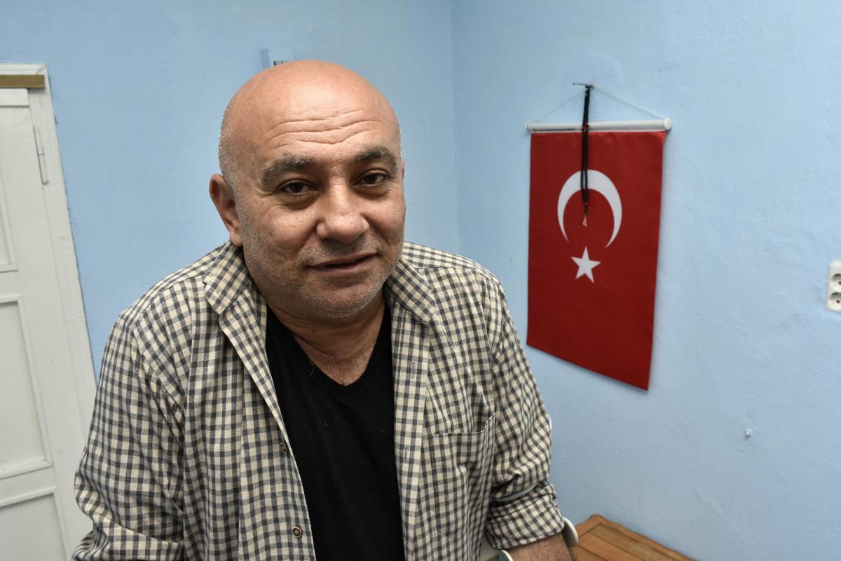 Darbecilerin koltuk değneğine mahkum ettiği Gazi Parlak vatanını savunmanın gururunu yaşıyor