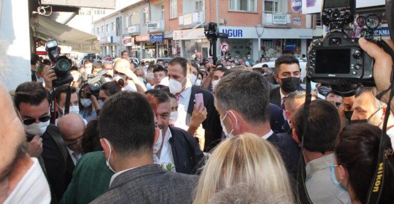 Akşener in Bayburt ziyaretinde vatandaşlarla partililer arasında arbede