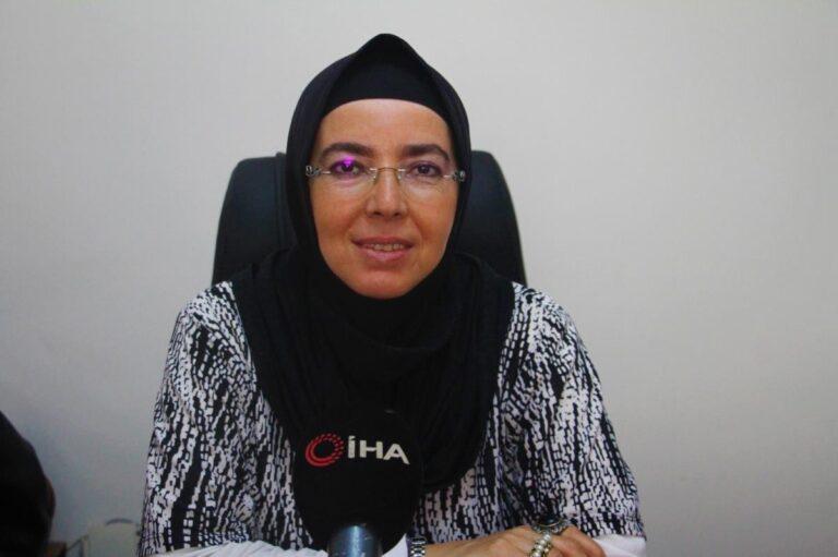 Türkiye nin ilk başörtülü Belediye Başkanı Fethiye Atlı yaşadıklarını anlatırken gözyaşlarına boğuldu