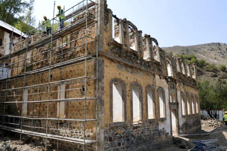 Gümüşhane de 142 yıllık tarihi Sarı Mektep te restorasyon çalışmaları başladı
